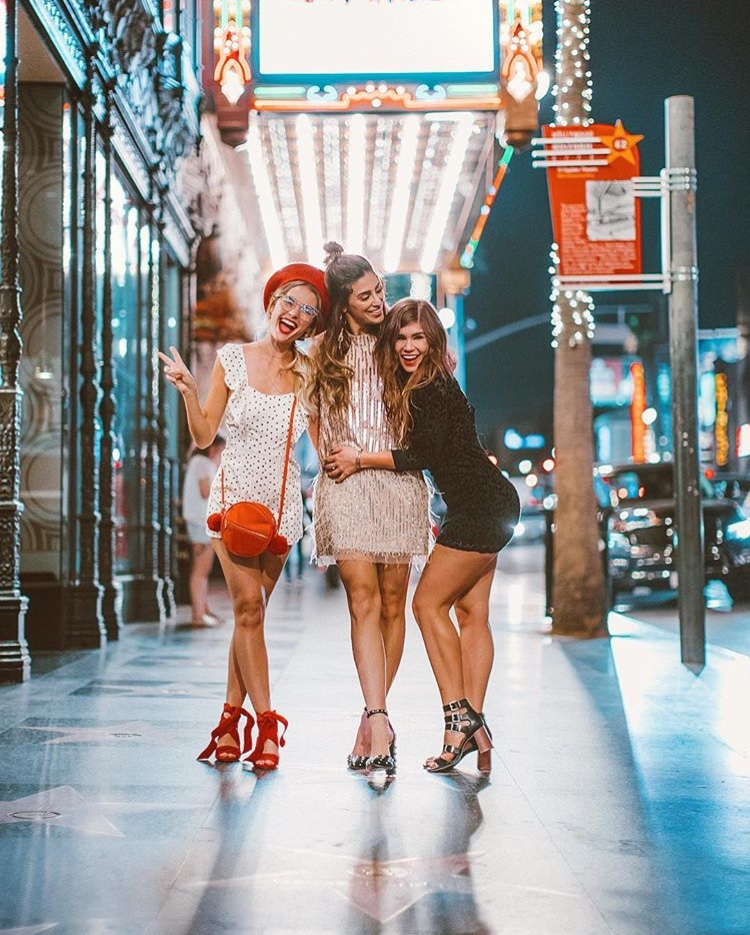 Girls at Hollywood Boulevard - Best LA Instagram Locations